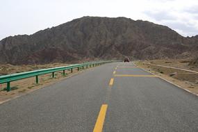 通向大山的公路