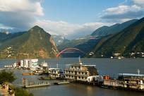 长江三峡巫峡口港口码头风光