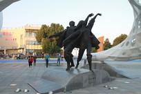 南太湖男女起舞雕塑