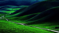 山脚下的小道