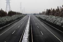 风雪高速路