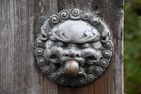 狮兽铜门扣横构图