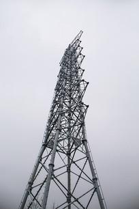 雪天电线塔