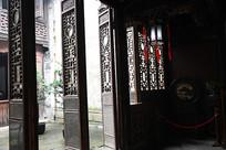 张石铭故居落地木雕门