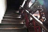 张石铭故居木楼梯