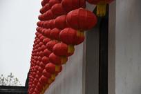 张石铭故居外墙红灯笼