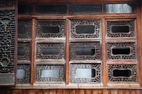 张石铭故居走廊木格窗