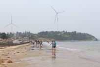 漫步在平海沙滩上