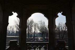 圆明园黄花阵西式亭拱门