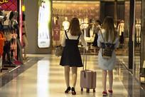逛街购物女孩