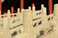 故宫太和殿龙纹石柱子