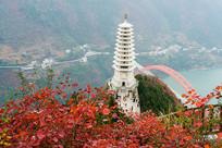 巫山红叶和巫峡镇水塔