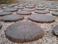 艺术石子木桩路
