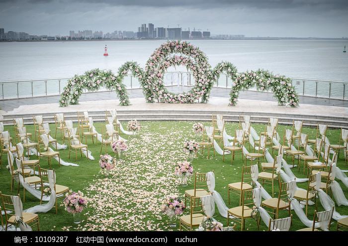 白色唯美户外婚礼图片
