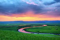 草原上的暮色之河