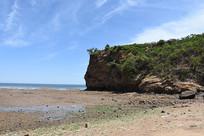 海岸边的山崖
