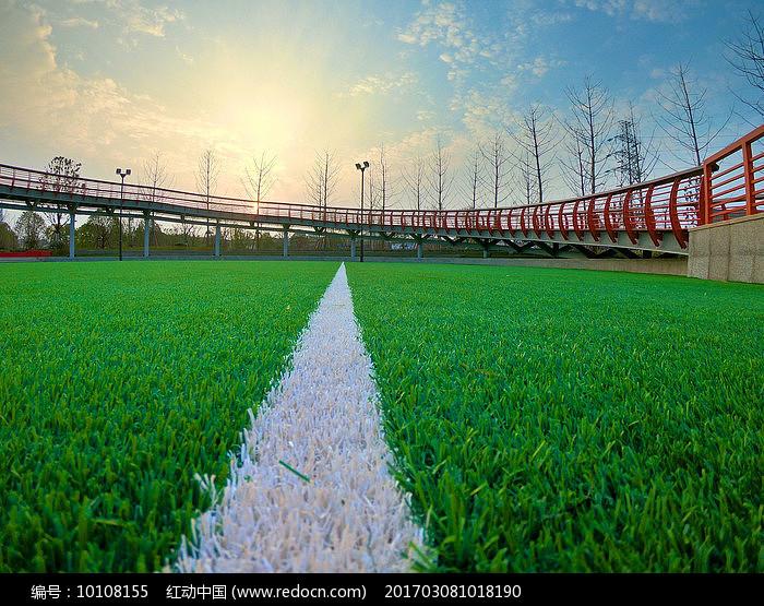 新建的蓝球场图片