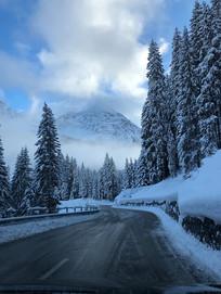 大雪后的路面