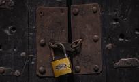 老旧的门锁