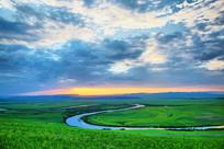 绿色的草原蜿蜒的河流