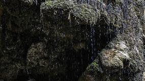 崖壁的水流