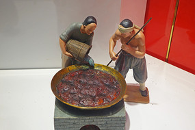 阿胶传统炼胶技艺《熬胶》雕塑