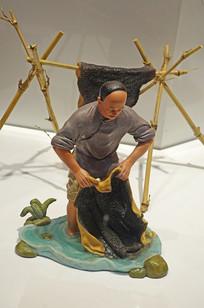 阿胶传统炼胶《洗皮》工艺雕塑