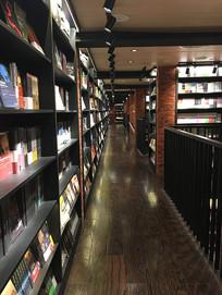 空旷的书店
