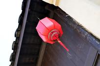 屋檐下的红灯笼