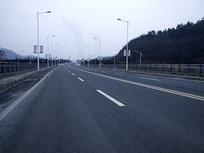 宽敞的道路