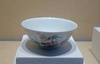 清代粉彩花卉草虫纹瓷碗