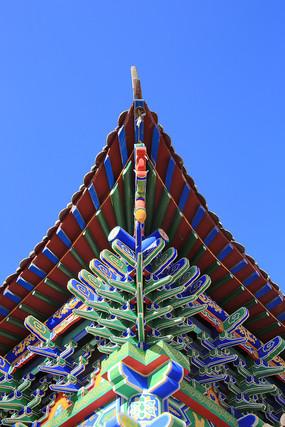 彩绘卯榫结构屋檐