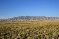 连绵山脉大草原