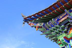 卯榫结构彩绘飞檐