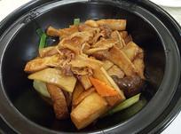 杏鲍菇牛腩煲仔菜