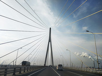 大桥行车图