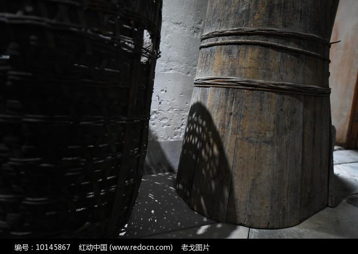 木桶与影子图片