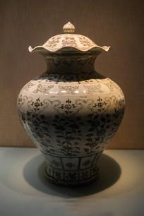 青花折枝花卉纹盖罐