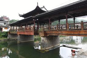 瑶里古镇风雨桥中景