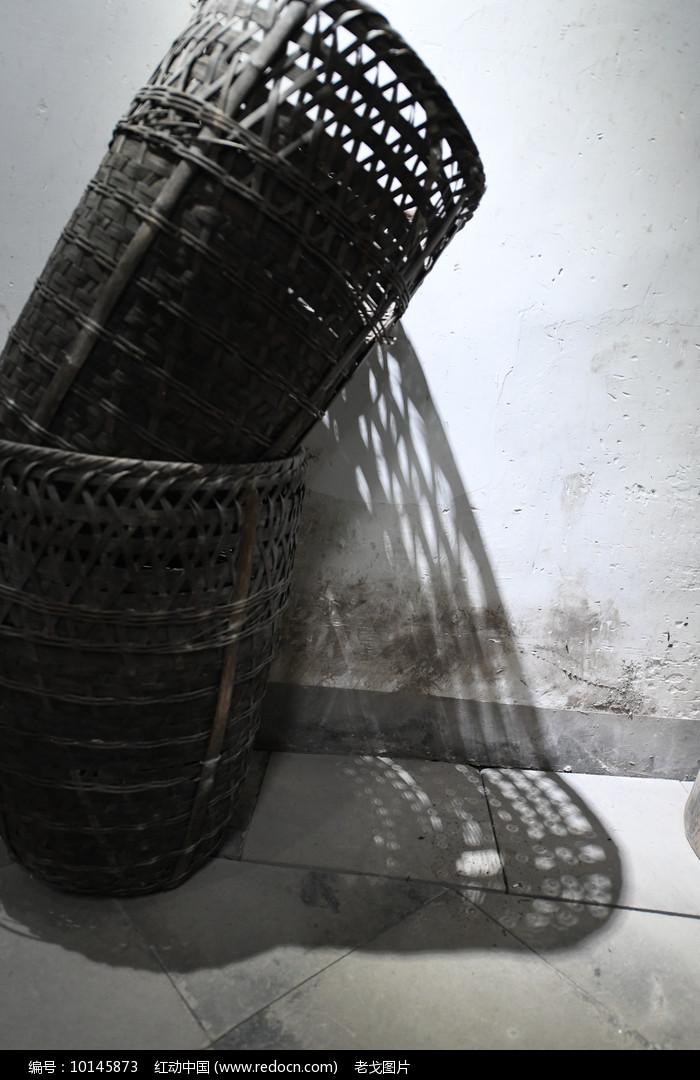 竹篓光影图片