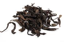 牛栏坑肉桂茶叶白底白背景图片