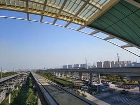 高架磁浮列车站