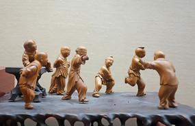 黄杨木雕《捉迷藏》