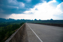 通向贵州荔波机场的公路