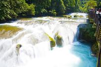 宛如丝绸般的瀑布流水