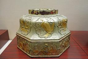 堆漆贴金人物折枝花卉纹果桶