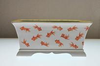 清代红彩金鱼纹长方形花盆侧面