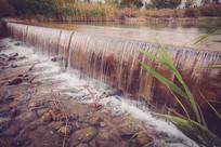 河流小瀑布