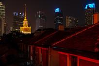 上海展览中心镏金钢塔远景