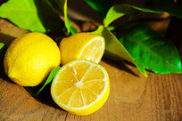 黄色新鲜柠檬特写